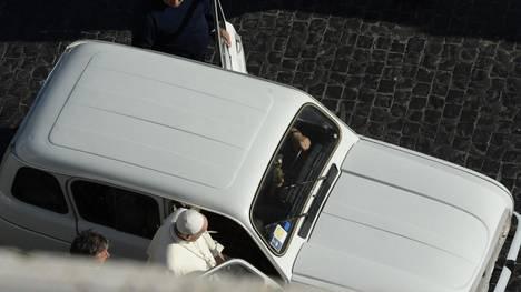 Renault-papa-Francisco-AFP_CLAIMA20130910_0114_17